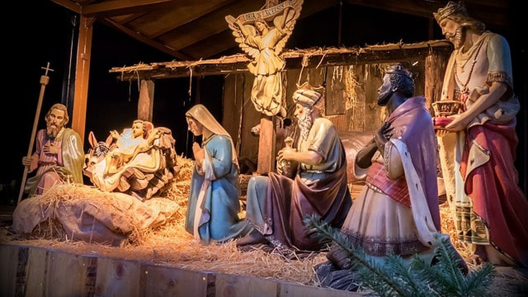 how to make christmas crib at home